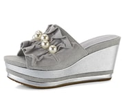 Tamaris pantofle na platformě s perlami Light Grey 1-27256-30